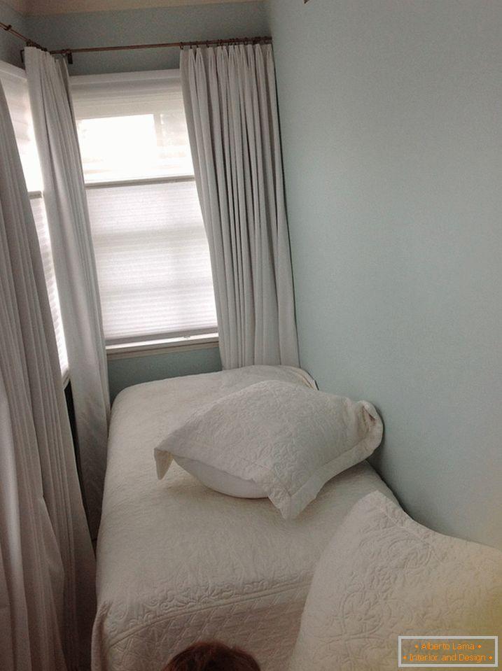 Неймовірне зручність і простір в інтер єрі маленької спальні d1e424464fab0